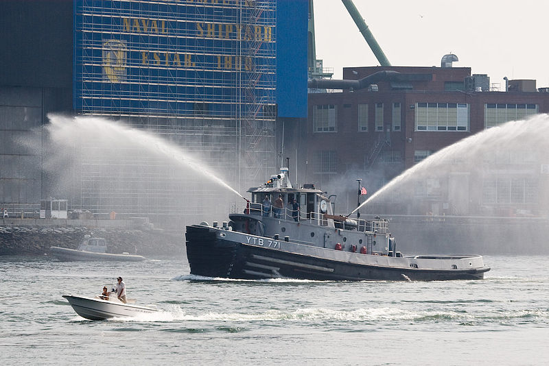 800px-a_naval_fireboat_portsmouth_new_hampshire_-a