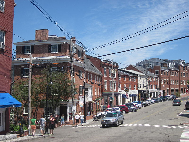 800px-street_in_portsmouth_new_hampshire